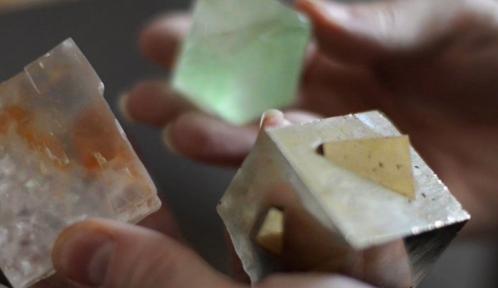 extrait-du-film_mineralogiste_francois-farges-c-mnhn-frederic-dubos.jpg